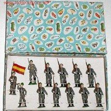 Figuras de Goma y PVC: SOLDADOS DE GOMA DE BRUVER, DESFILANDO, AÑOS 60, CON CASCO SUELTO, , VER. Lote 23714822