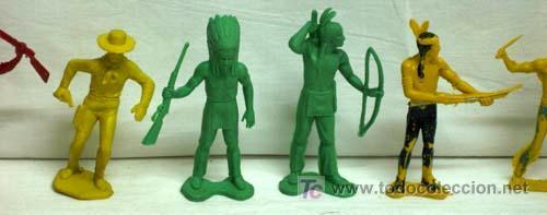 Figuras de Goma y PVC: 7 Indios y 1 vaquero de plástico de Pipero - Foto 3 - 5300536