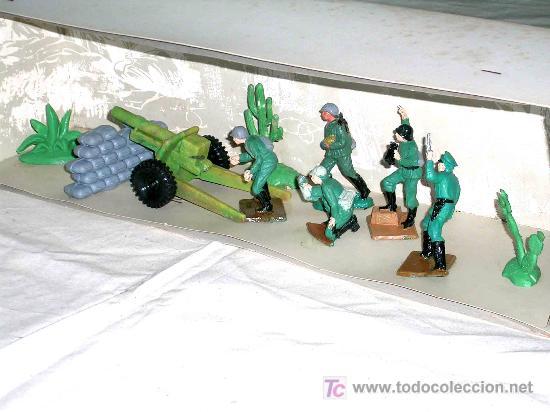 Figuras de Goma y PVC: Caja soldados Alemanes y complementos, plástico, Pech, original años 60-70. - Foto 2 - 27200891