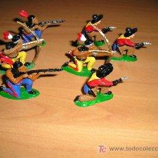 Figuras de Goma y PVC: SIETE INDIOS Y VAQUEROS FABRICADOS EN INGLATERRA.. Lote 25862204
