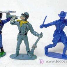 Figuras de Goma y PVC: 3 FEDERALES A PIE DE PLÁSTICO DE COMANSI AÑOS 90. Lote 7650379