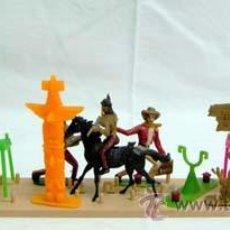 Figuras de Goma y PVC: EXPOSITOR DE COMANSI POBLADO INDIO AÑOS 80. Lote 10676425