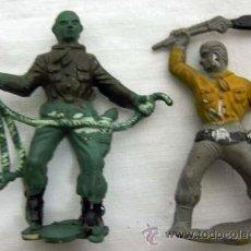 Figuras de Goma y PVC: DOS COPIAS VAQUEROS DE LURABE EN GOMA AÑOS 50. Lote 11068708