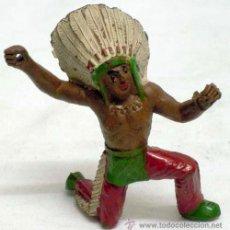 Figuras de Goma y PVC: JEFE INDIO A PIE DE MANUEL SOTORRES EN GOMA AÑOS 50. Lote 11624580