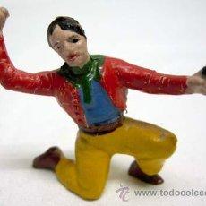 Figuras de Goma y PVC: VAQUERO RODILLA A TIERRA DE CAPELL EN GOMA AÑOS 50. Lote 11654453