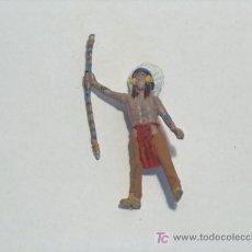 Figuras de Goma y PVC: INDIOS Y VAQUEROS ANTIGUOS PINTADOS A MANO. Lote 16999139