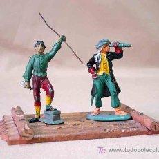 Figuras de Goma y PVC: 2 FIGURAS PIRATAS DE GOMA # P - 12 Y P - 8 Y BALSA PIRATA P -13 FABRICADOS POR PECH, . Lote 13739345