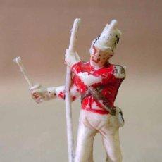 Figuras de Goma y PVC: FIGURA PLASTICO, ABANDERADO, SERIE AGUSTINA DE ARAGON, DE PECH, , MUY RARO. Lote 13381413