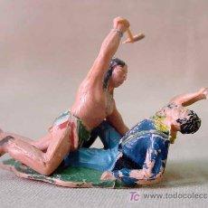 Figuras de Goma y PVC: 2 FIGURAS PLASTICO,