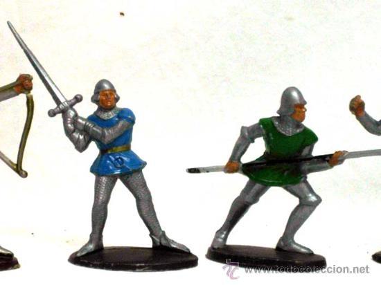 Figuras de Goma y PVC: 5 medievales de Quiralu años 60 - Foto 3 - 14660895