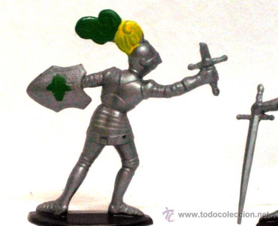 Figuras de Goma y PVC: 2 medievales a pie de Quiralu años 60 - Foto 2 - 14660933