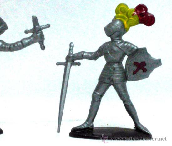 Figuras de Goma y PVC: 2 medievales a pie de Quiralu años 60 - Foto 3 - 14660933