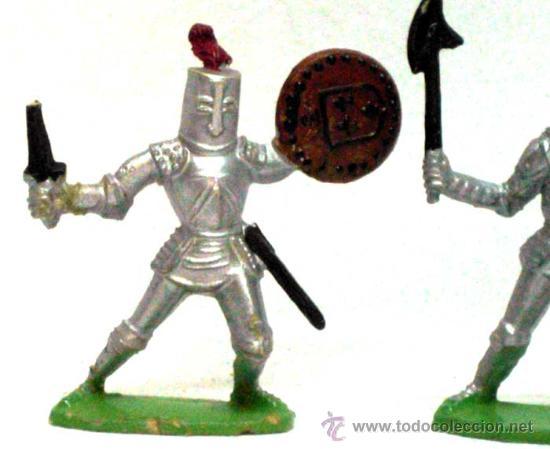 Figuras de Goma y PVC: 2 medievales a pie de Quiralu años 60 - Foto 2 - 14660945
