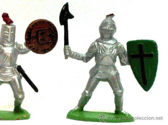 Figuras de Goma y PVC: 2 medievales a pie de Quiralu años 60 - Foto 3 - 14660945