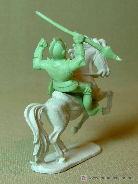 Figuras de Goma y PVC: RARA FIGURA PLASTICO, QUIOSCO, PIPERO, MEDIAVAL A CABALLO, FUSILADO DE COMANSI ?, - Foto 4 - 15802898