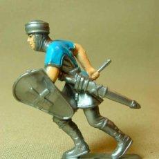 Figuras de Goma y PVC: FIGURA DE PLASTICO, CABALLERO MEDIEVAL, ACORAZADO, . Lote 15947758