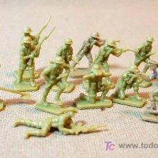 Figuras de Goma y PVC: 14 FIGURAS DE PLASTICO, GRUPO SOLDADOS, EIGHTH ARMY, WW2, AIRFIX, ESC HO, , INGLATERRA, 1975. Lote 16788184
