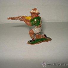 Figuras de Goma y PVC: CAZADOR SAFARI DE LAFREDO EN GOMA , AÑOS 50. , .. Lote 26479848