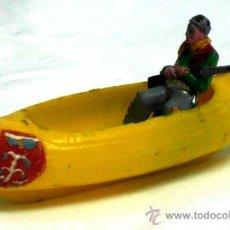 Figuras de Goma y PVC: PIRAGUA CANOA CON VAQUERO SOTORRES AÑOS 60. Lote 17319677