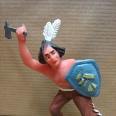 Figuras de Goma y PVC: FIGURA INDIO GOMA - PECH REANSA JECSAN ETC .... - ATAQUE HACHA . Lote 25802557