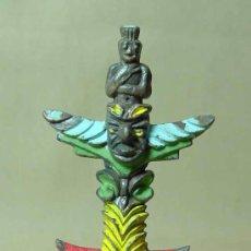 Figuras de Goma y PVC: COMPLEMENTO, INDIOS Y VAQUEROS, TOTEM DE PLASTICO, BRITAINS, . Lote 19048858