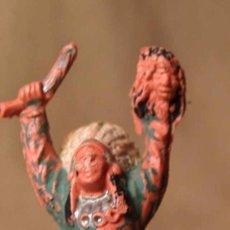 Figuras de Goma y PVC: FIGURA DE PLASTICO, JEFE INDIO, HECHICERO, FABRICADO POR REAMSA, , 1970S. Lote 20013416