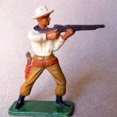 Figuras de Goma y PVC: FIGURA DE PLASTICO, COW BOY, VAQUERO, FABRICADO POR STARLUX, , 1960S, FRANCIA. Lote 20134862