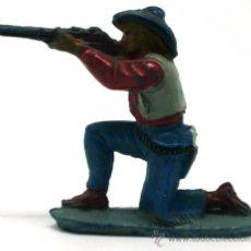 Figuras de Goma y PVC: VAQUERO RODILLA TIERRA PECH HERMANOS GOMA AÑOS 50. Lote 20670168