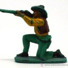 Figuras de Goma y PVC: VAQUERO RODILLA TIERRA PECH HERMANOS GOMA AÑOS 50. Lote 20670182