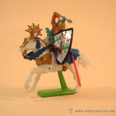 Figuras de Goma y PVC: BRITAINS. GUERRERO MEDIEVAL,CRUZADO DE 1071,,JINETE ,CABALLO BLANCO ORO REF.2904. Lote 27637486