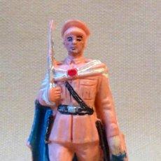 Figuras de Goma y PVC: FIGURA DE PLASTICO, SOLDADO ESPAÑOL, OFICIAL, REGULAR, FABRICADO POR PECH, 1960S. Lote 22781225