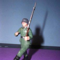 Figuras de Goma y PVC: STARLUX AÑOS 60 SOLDADO ALEMAN EN SU CAJA ORIGINAL. Lote 26554838