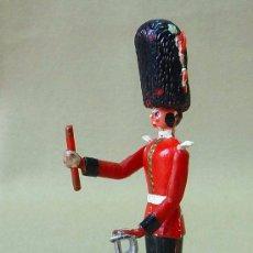 Figuras de Goma y PVC: RARA FIGURAS DE PLASTICO, TORRES MALTA, 1960S, OFICIAL BRITANICO, TIPO BOLOS, 9 CM. Lote 24687729