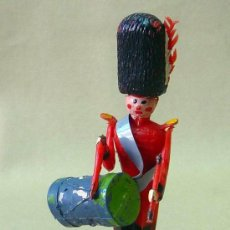 Figuras de Goma y PVC: RARA FIGURAS DE PLASTICO, TORRES MALTA, 1960S, SOLDADO TAMBOR, BRITANICO, TIPO BOLOS, 9 CM. Lote 24688434