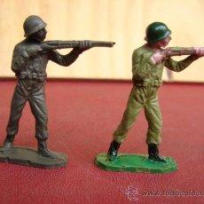 Figuras de Goma y PVC: 2 SOLDADOS CON FUSILES - JECSAN. Lote 24820112