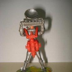 Figuras de Goma y PVC: ANTIGUA FIGURA DE HOMBRE ESPACIAL ASTRONAUTA EN PLASTICO . AÑO 1960S.. Lote 27346829