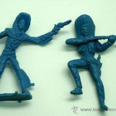 Figuras de Goma y PVC: 2 VAQUEROS DE LAFREDO EN PLÁSTICO SIN PINTAR AÑOS 60. Lote 26064442