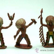 Figuras de Goma y PVC: 3 JEFES INDIOS A PIE DE SOTORRES EN PLÁSTICO AÑOS 60. Lote 26581620