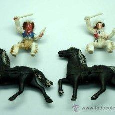 Figuras de Goma y PVC: 2 VAQUEROS Y 2 CABALLOS PARA CARRETAS DE SOTORRES EN PLÁSTICO AÑOS 60. Lote 26584920