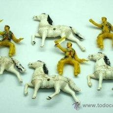Figuras de Goma y PVC: 3 VAQUEROS A CABALLO Y CABALLO SUELTO DE SOTORRES EN PLÁSTICO AÑOS 60. Lote 26584947