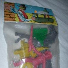 Figuras de Goma y PVC: ANTIGUO BLISTER CON INDIOS, VAQUEROS Y OTROS NUEVO 2. Lote 27140747
