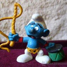 Figuras de Goma y PVC: PITUFO DOMADOR - SCHLEICH - WEST GERMANY - PEYO - 1980 . Lote 27942799