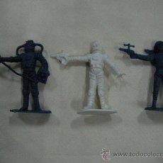 Figuras de Goma y PVC: LOTE DE ANTIGUOS ASTRONAUTAS FIGURAS DE PLASTICO. Lote 28363281
