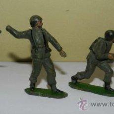 Figuras de Goma y PVC: 3 ANTIGUOS SOLDADOS DE GOMA DE PECH - TAL COMO SE VE EN LAS FOTOS PUESTAS.. Lote 29204955