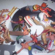 Figuras de Goma y PVC: INDIOS Y VAQUEROS - LOTE DE 13 FIGURAS. Lote 29248220