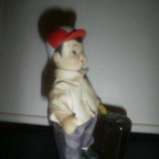 Figuras de Goma y PVC: PERSONAJE CON MALETA. Lote 29730570
