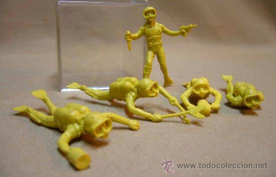Figuras de Goma y PVC: FIGURA DE PLASTICO, LOTE DE 5 SUBMARINISTAS, 6 CM - Foto 2 - 31166955