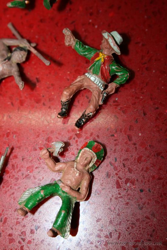Figuras de Goma y PVC: LOTE 11 FIGURAS DE INDIOS Y VAQUEROS - AÑOS 60 - Foto 3 - 30577769