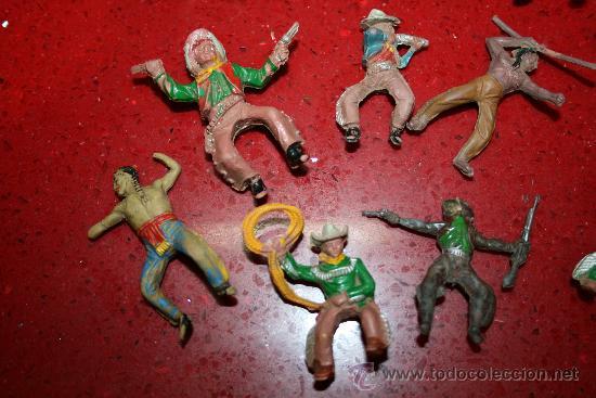 Figuras de Goma y PVC: LOTE 11 FIGURAS DE INDIOS Y VAQUEROS - AÑOS 60 - Foto 2 - 30577769
