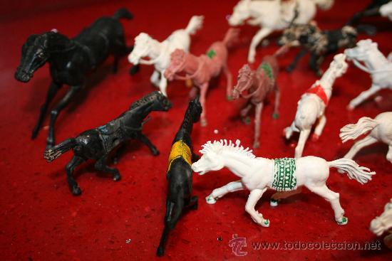Figuras de Goma y PVC: LOTE 18 CABALLOS - VARIAS MARCAS Y TAMAÑOS - AÑOS 60 - Foto 8 - 30577597